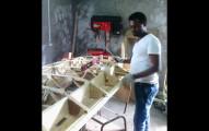 一台飛機不用幾千萬!你會愛上這名非洲男子利用廢料親手打造出的私人飛機!