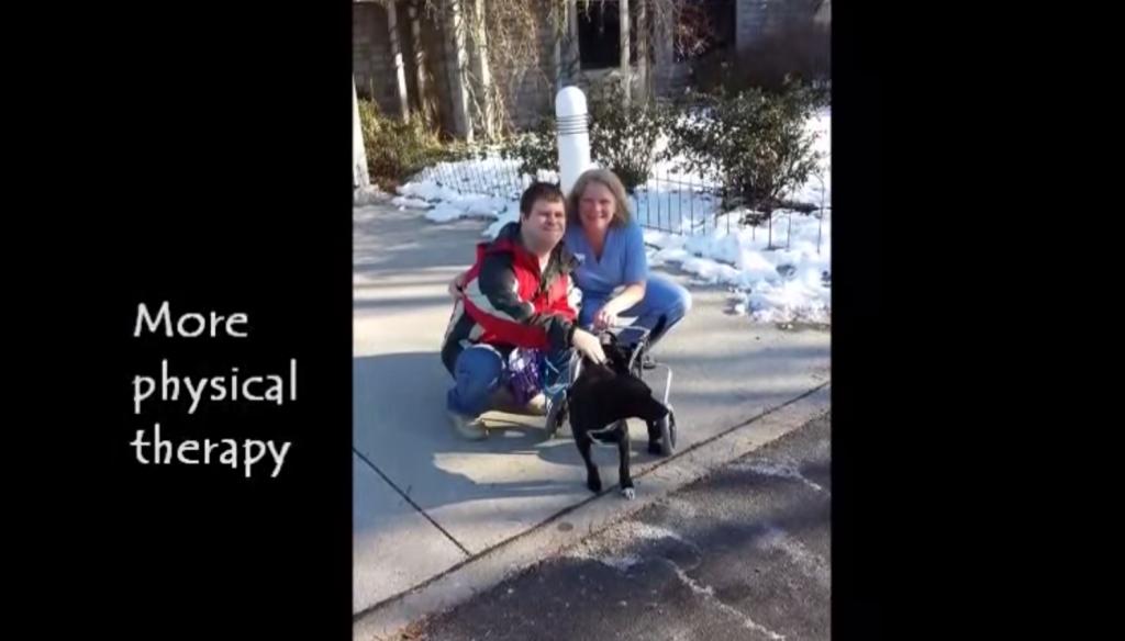 這隻狗狗歷經嚴重車禍下半身粉碎,靠著自己上半身的力量把自己拖到一個車道,這時奇蹟就發生了!