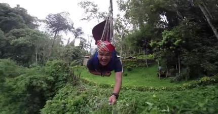 這傢伙來到叢林溜鋼索看起來一點都不恐怖...等等,0:15這是呃啊啊啊啊!