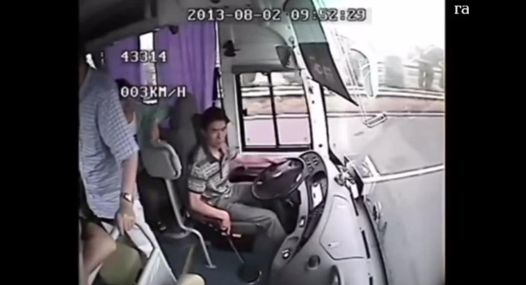 監視器拍下這些乘客在下一秒發生的慘狀,會讓你從此「乖乖繫上安全帶」!