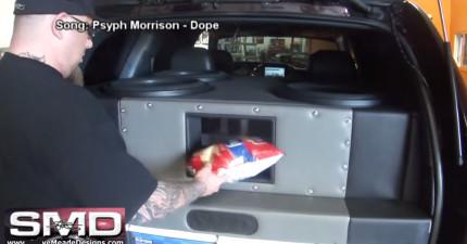 他把洋芋片放到30,000瓦特超重低音音響裡,零食瞬間被轟炸的下場...太殘暴了啦!