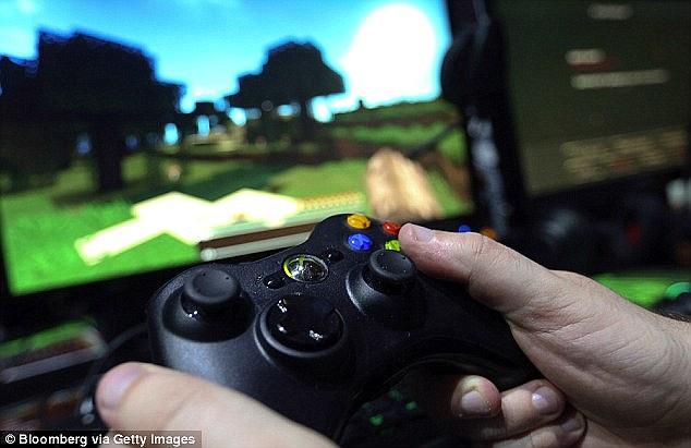 23歲德國男子為了玩XBox遊戲機不受干擾,就給他的女友茶裡下迷藥...!