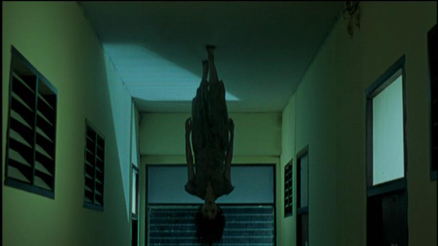 Shutter-2004-ghost-walking-on-ceiling