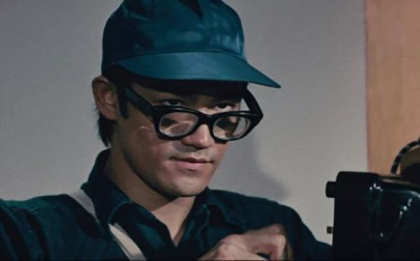 Bruce Lee had really bad eyesight. At the time, contact lenses were a new technology and Lee was one of the first to wear them. However, they were extremely uncomfortable so most of the time he wore thick coke-bottle glasses.