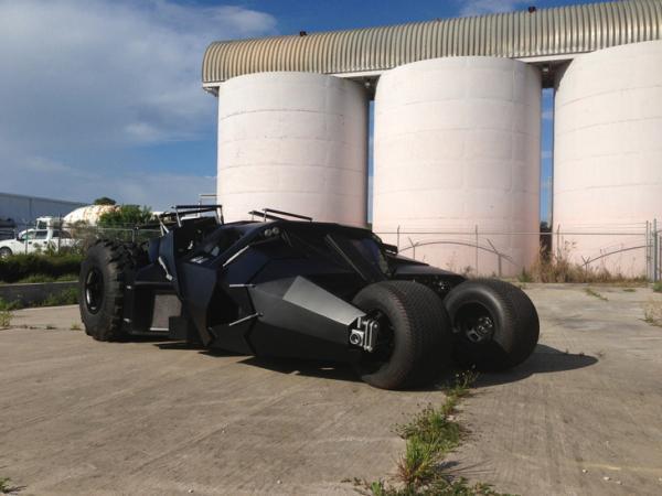 現在只要你有錢也可以買到真正的蝙蝠車囉!只是它的「特殊功能」可能不太適合開到街上?!