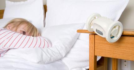 這個會逃走的鬧鐘,會幫你再也不會因為遲到被老闆或老師罵!