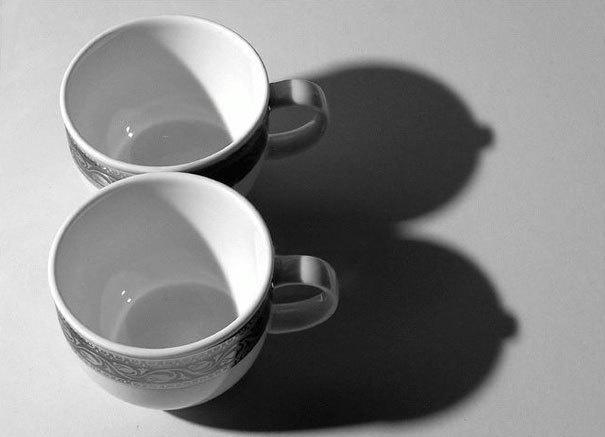 A voluptuous couple of tea cups.