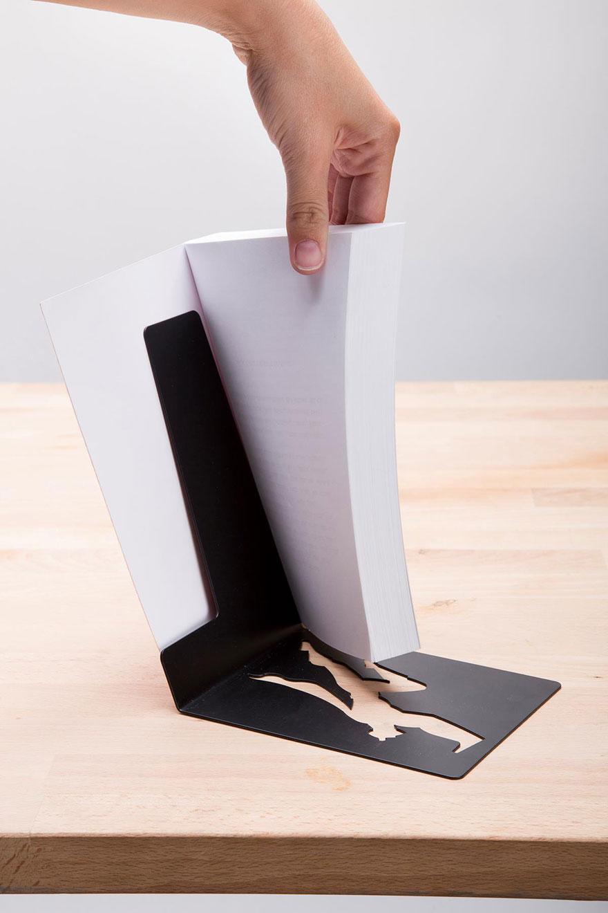 你的生命中現在最需要的就是這個會保護你和你的書本的「超人書架」!