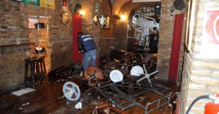 這名酒吧主人發現店裡像被洗劫了弄得亂七八糟,結果一看垃圾桶裡就瞬間心軟了。