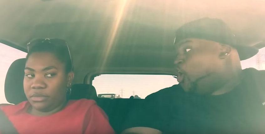 這對兄妹開7個小時的車但哥哥不間斷的一直跟著收音機超動感對嘴,你看看妹妹的表情就知道了。