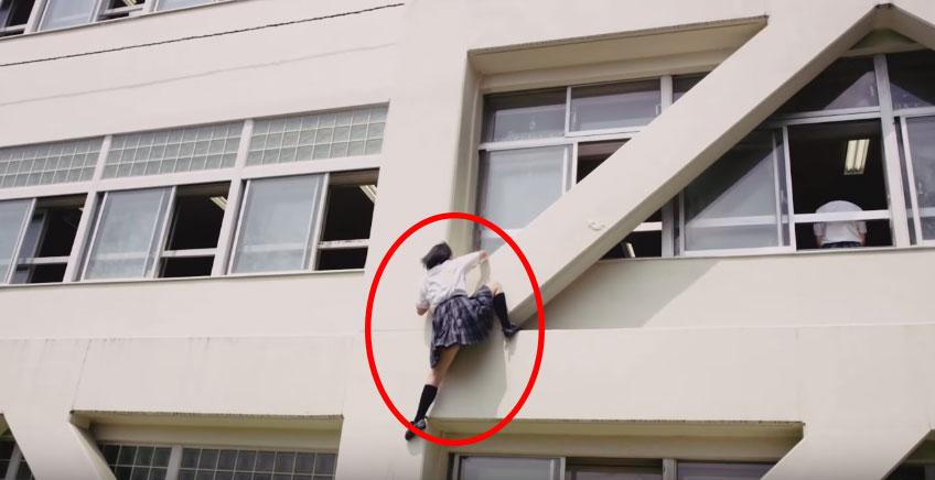 日本女學生因為遲到了,所以做了最壞最危險的打算...