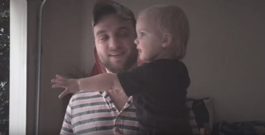這個小寶寶第一次看到下雨的「對世界超多期待」反應就是你找回童真的最後機會!