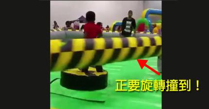 人們在這個兒童遊樂園裡目睹到最殘酷的處死,但他們全都笑死了!