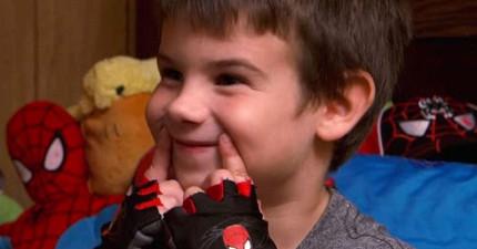 這名小一生失去雙親成了孤兒後,決定發起「微笑計劃」搜集33,000個微笑讓世界更美好!