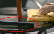 當她把桌上的這個小棒子捲開時,你就會知道你的生命要開始改變了。