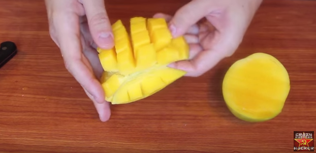 5種你可能一直都切錯的水果。