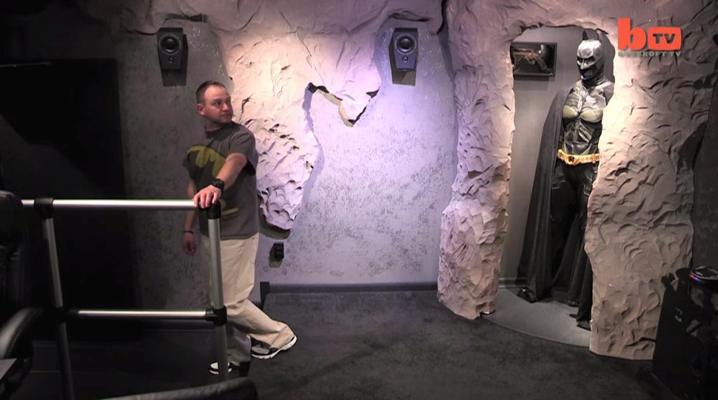這個蝙蝠俠瘋狂粉絲花了800萬,把家裡打造成世界上獨一無二的「蝙蝠洞」!