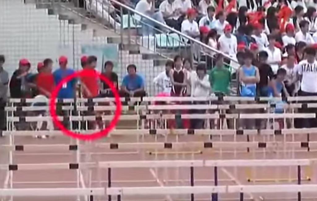這位跳欄選手在影片15秒開始超不爽就暴走了,這種超爆笑景象這輩子連一次都沒機會看到啊...