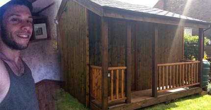 他打造的小木屋外表平淡無奇,但走進裡面卻會讓你很難再走出來!