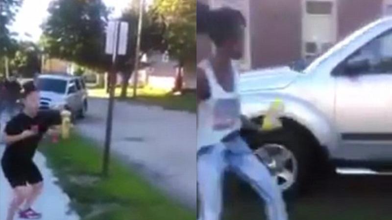 發現女兒遭欺負,這名爆氣老爹坐上車就往霸凌的青少年撞過去...