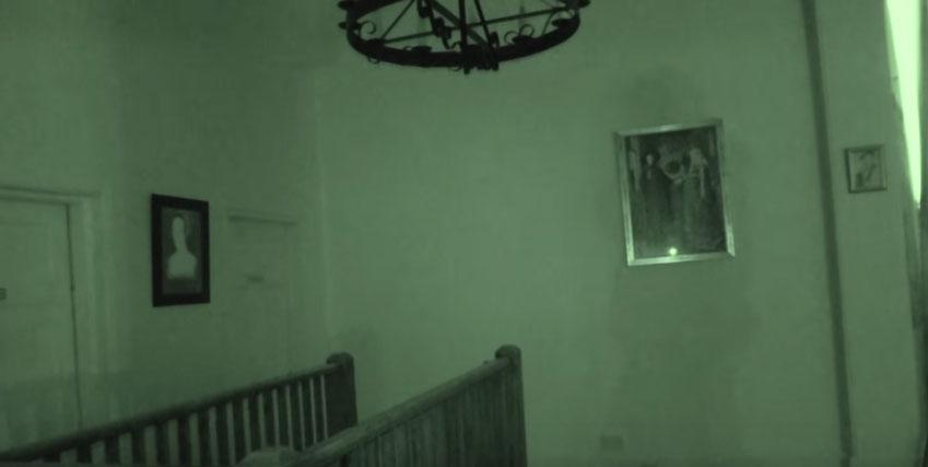 他們到英國最可怕的鬧鬼城堡裡意外捕捉到知名鬼魂,女生的表現讓我相信這是真的!