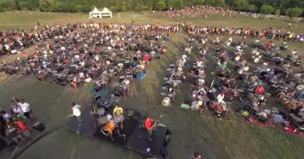 1000個音樂人同時演奏看起來已經很壯觀了,聽起來更是傳奇!