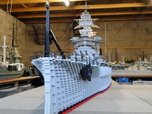 他特地花3年打造世界上最大的「巨型樂高戰艦」,做完後才發現被另個人擺一道!