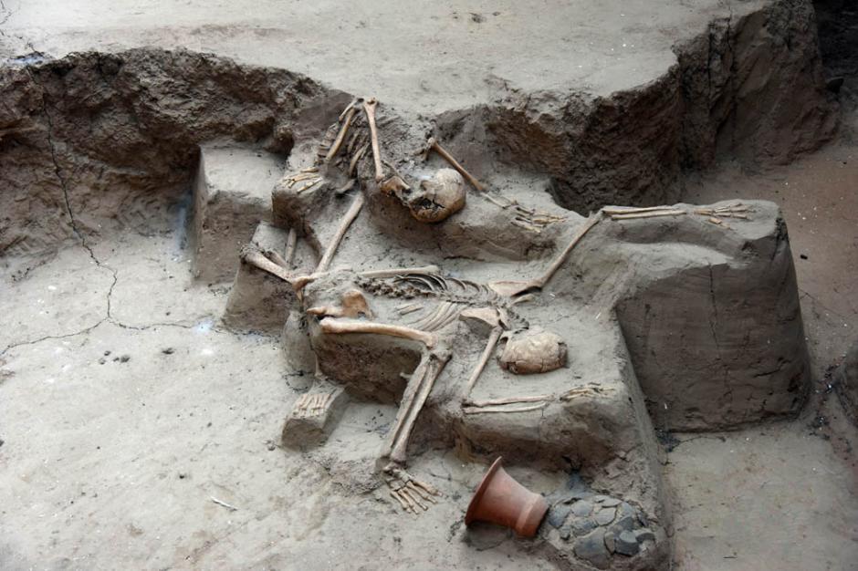 考古學家挖出4000年前地震活埋遺址,竟發現「母愛」跨時空的動人證據。