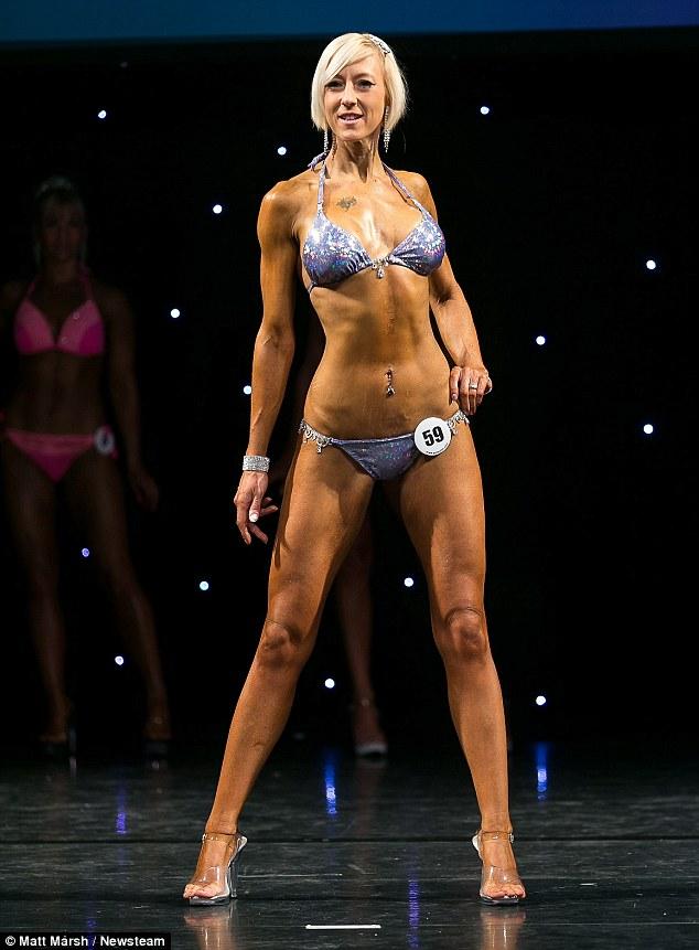 這名女子被自己胖嘟嘟的照片激到,下定決定減了近一半體重後直接變身女戰士!