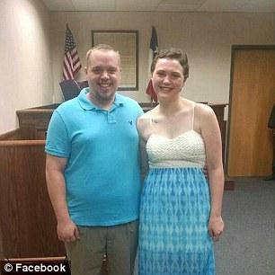 法官跟男友說:「在30天內與女友結婚,不然就等著吃牢飯!」