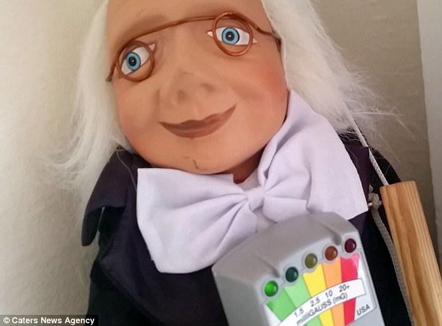 她連續3個月持續拍攝「來路不明的木偶」 結果竟意外拍到超詭異的景象…晚上都不敢睡覺!