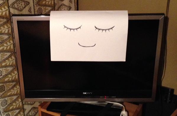 爸爸用盡方法都無法讓小孩乖乖關掉電視去睡覺,直到他發現到一個比魔法還神奇的方法...