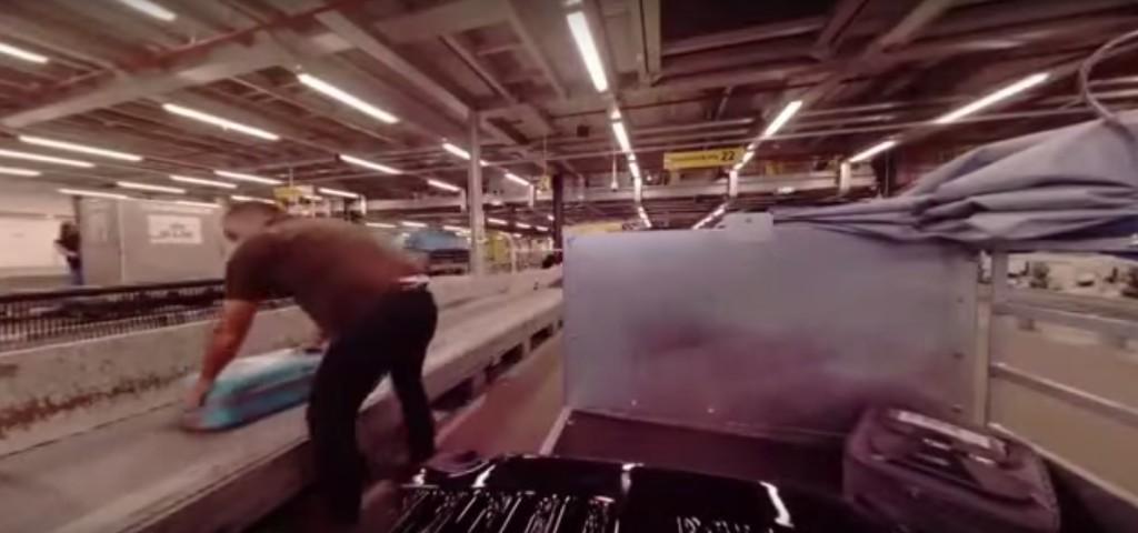 他在行李箱裝上攝影機,讓你看到你的行李Check In後真正發生的真實過程。