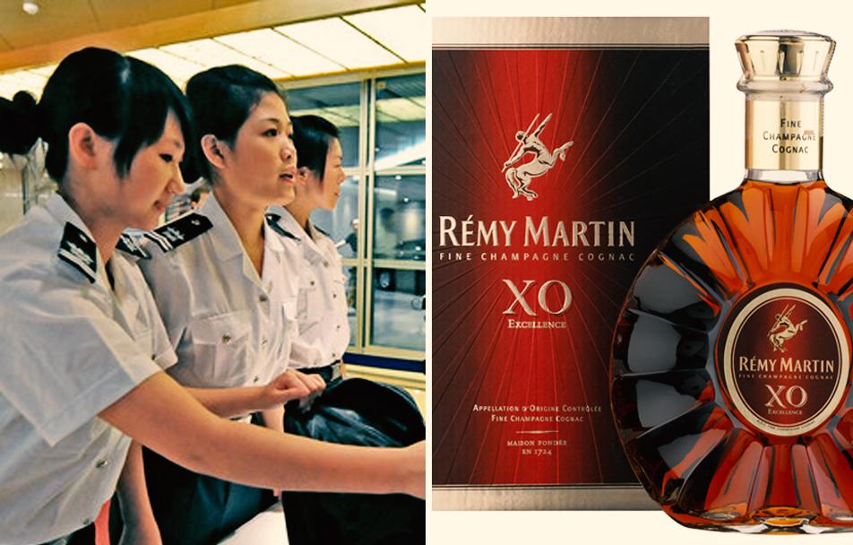 中國一位女士為了不浪費於是在機場「將700cc的烈酒當場喝掉」,結果情況就失控了...