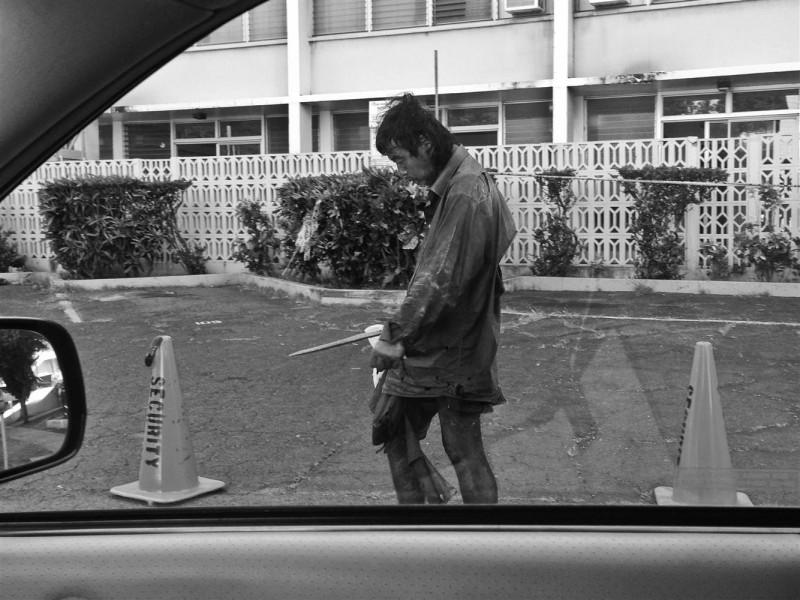 這名攝影師開始以街友生活作為拍攝主題,沒想到竟找到了25年前失散的流浪漢父親!