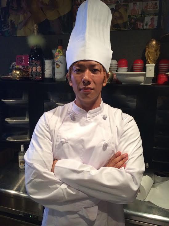 這位知名AV男優在拍過上千部作品累積經驗後,研發出了這個「你絕對不敢吃」的特殊口味咖哩飯...