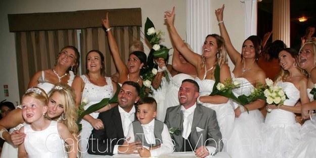 這場「2個新郎和10個新娘」的婚禮可能是你看過最歡樂的!