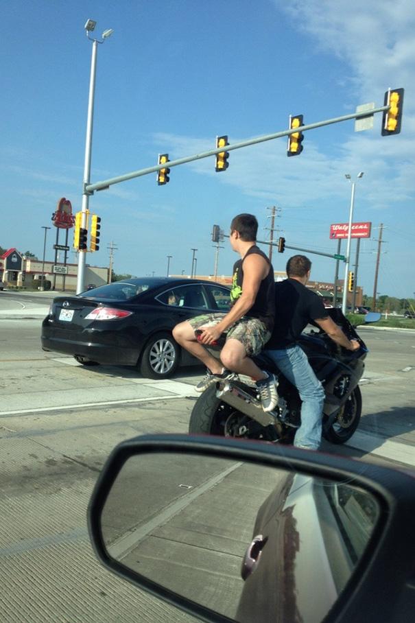 funny-photos-men-safety-fails-40__605