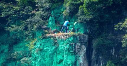 這個男子把整座山漆成恐怖的綠色...怎麼會這麼迷信?!