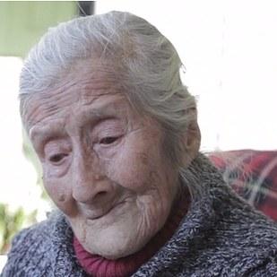 這名91歲女人肚子60年來不管多瘦都凸凸的,當終於去看醫生時簡直嚇壞了!