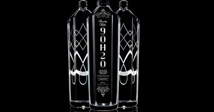 15款頂級奢華的尊爵礦泉水。隨便亂喝一瓶,賓士就已經進到你肚裡了。