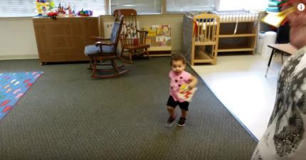 小寶寶第一天去上課超害怕,爸爸去接她的時候完全沒有想到會看到這麼窩心的畫面!(第28秒)