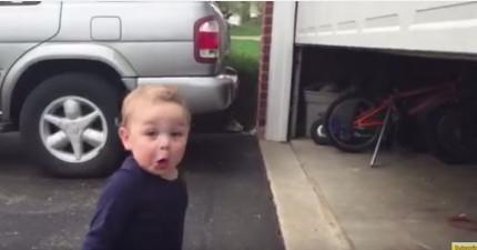 小朋友第一次看到車庫門捲起來,還以為是魔法的反應會幫你找回你失去的快樂!