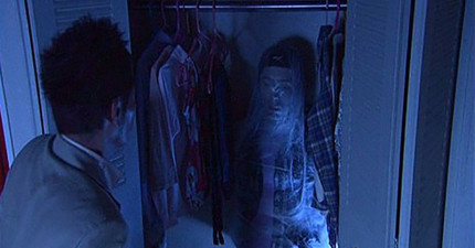 日本男子在一年後終於發現到有一個女人就住在他的衣櫥裡,發現到她是怎麼存活時我真的雞皮疙瘩掉滿地!