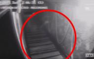 在這間海盜主題的酒吧裡,閉路電視意外拍到了駭人的「海盜鬼魂」影片!