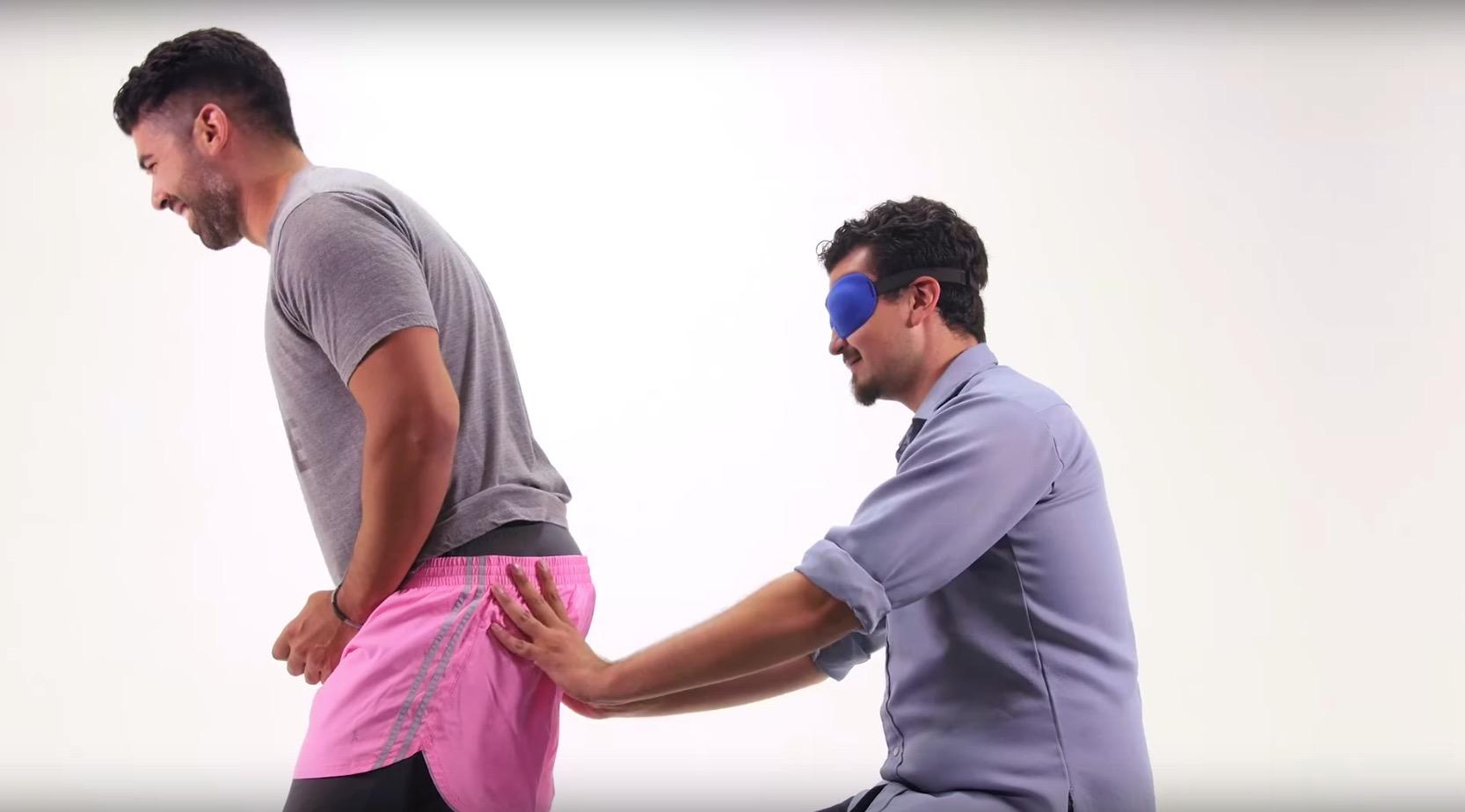 他們被矇上眼睛,然後需要猜出摸到的是男生屁股還是女生屁股。