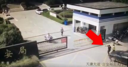 這名中國男子在公安局外面暴怒開車撞飛前妻和同伴,撞完還下車繼續發狂亂毆屍體!