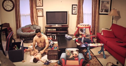 當太太不在時,這台暗藏相機拍下爸爸如何跟小寶寶度過「萌殺千萬網友」的可愛下午。