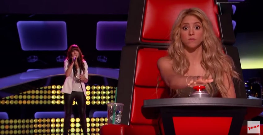 她才唱了第一句...你看夏奇拉的震驚表情就知道有多麼精采了!