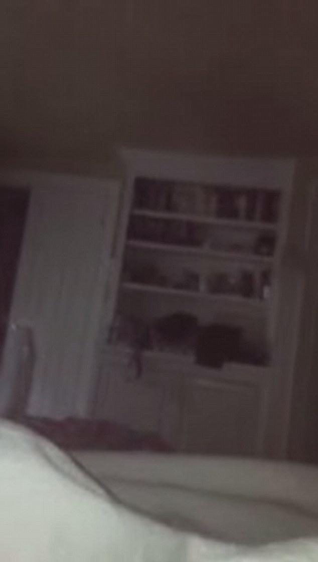 在女兒獨自清楚錄下「靈異男子的聲音和動靜」後,這名爸爸馬上搬離這個家了。
